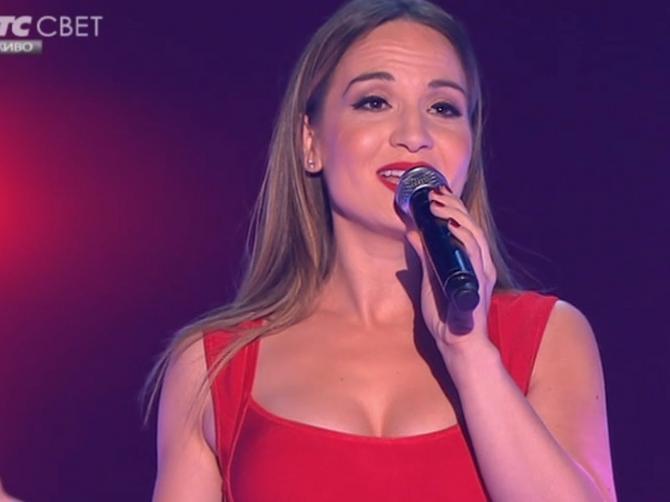 Crvena PRIPIJENA haljina istakla Jelenin glavni adut: Srpska Džej Lo zapalila scenu u VATRENOM IZDANJU