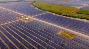 Indie uruchomiły największą elektrownię solarną na świecie