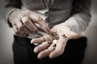 Pomoc społeczna: Nie będzie dotacji bez zwiększenia godzin opieki