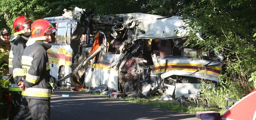 W wypadku autobusu w Mierzynie zginęły 4 osoby. Ruszył proces 21-letniego kierowcy