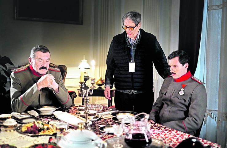 Miki Krstović kao Jevrem Damjanović i Ljubomir Bulajić kao kralj Aleksandar I Karađorđević na snimanju sa Zdravkom Šotrom