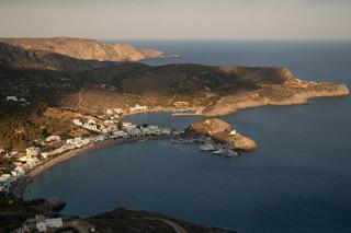 Mimo lockdownu i pandemii Grecy wylegli na plaże i do parków