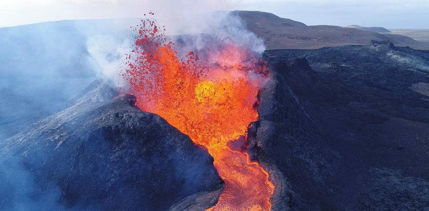 Dron wleciał do eksplodującego wulkanu na Islandii [FILM]