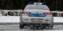 Policjanci walczyli ze śniegiem i lodem