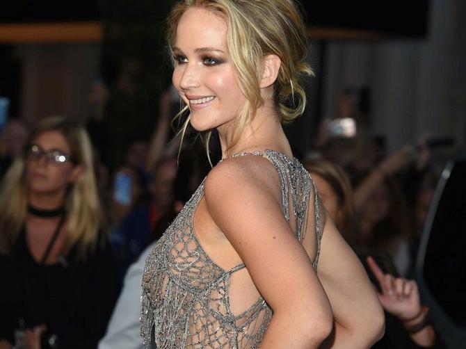 Glumica uzburkala strasti: Koliko se zaista providi njena haljina?
