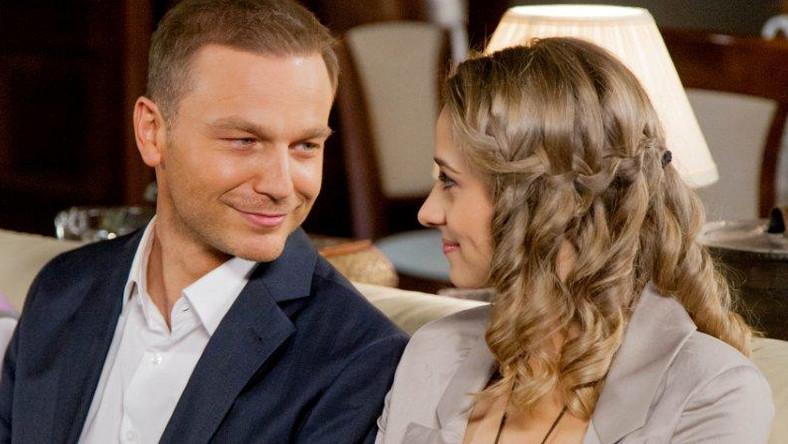 Julia i Janek szczęśliwi, zakochani i w końcu razem. Czy jednak miłość faktycznie zwyciężyła a zło poniosło klęskę?