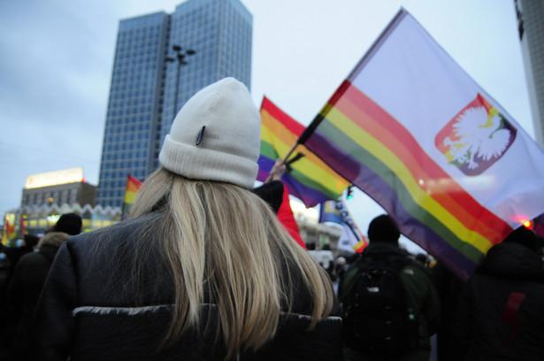 Młodzież podczas Strajku kobiet w Warszawie 28 listopada 2020 r.