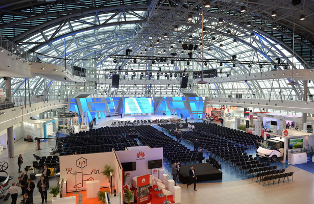 Przygotowania do rozpoczynającego się Kongresu 590 w Centrum Wystawienniczo–-Kongresowym w Jasionce k. Rzeszowa.