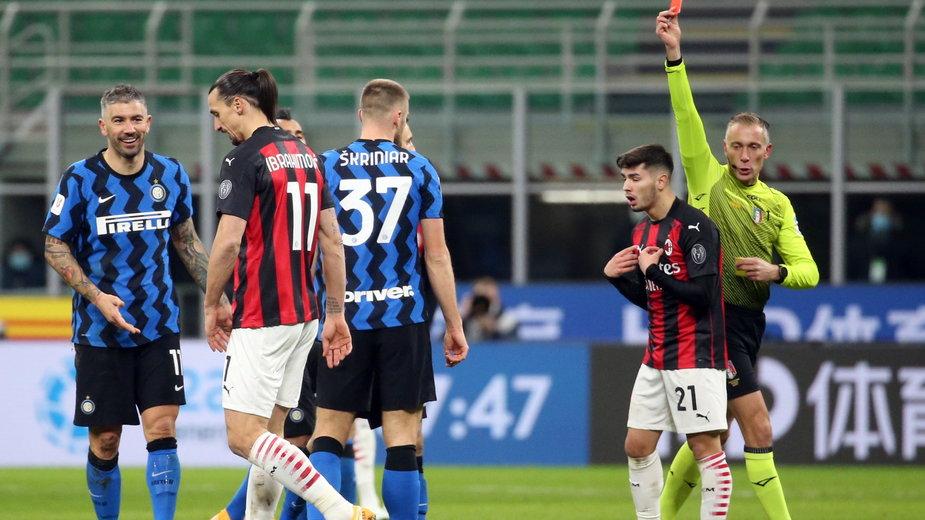 Zlatan Ibrahimovic otrzymuje czerwoną kartkę