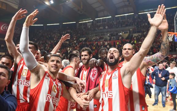 Slavlje košarkaša Zvezde posle poslednje pobede nad KK Partizan