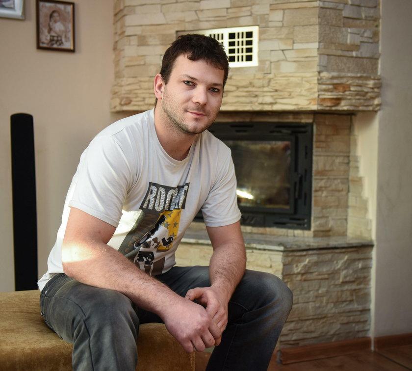 Sebastian Śleziak, pali węglem w domu