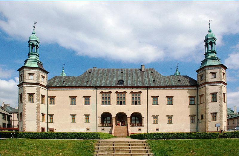 Kielce - dawny Pałac Biskupów i Katedra. Na zdjęciu: Pałac Biskupów Krakowskich w Kielcach