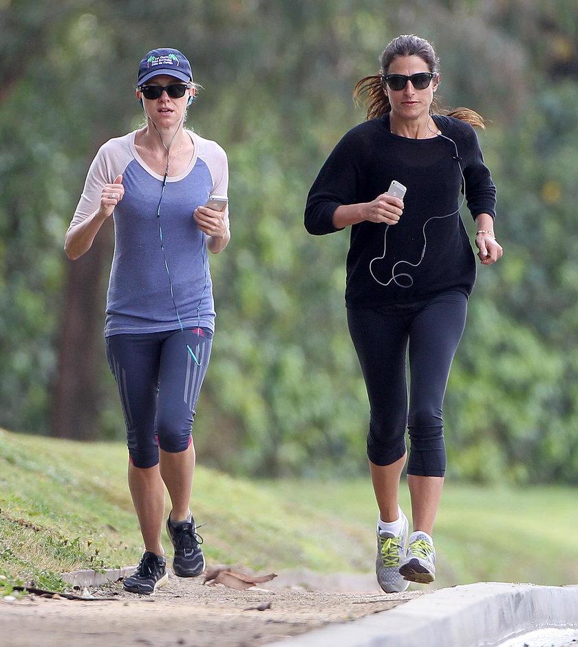 Naomi Watts biega z ptzyjaciółką