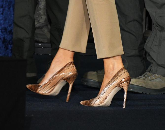 Melanija Tramp i njene cipele u kojima je ispratila svečanost u bazi