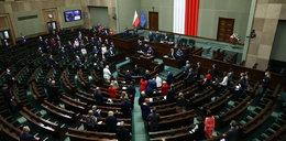 Fundusz Odbudowy przegłosowany! W Sejmie było gorąco [RELACJA]