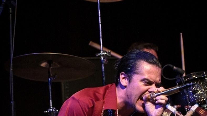 Mike Patton gościł na festiwalu już po raz drugi – w 2010 roku pojawił się we Wrocławiu z projektem Mondo Cane. Tym razem usłyszeliśmy pokazał sięw mocno rockowym wydaniu