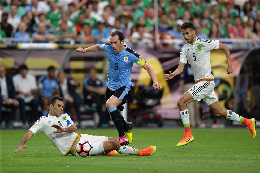 Skandal przed meczem Meksyk – Urugwaj