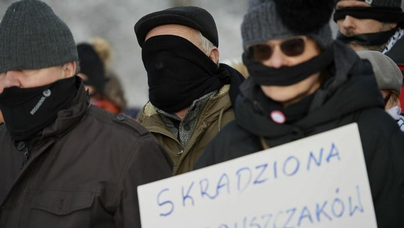 Uczestnicy protestu Nie dla ulicy Kaczyńskiego