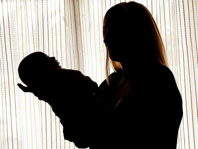Ova SUROGAT majka je medicinski FENOMEN: Dok je nosila tuđe dete, desilo joj se PRAVO ČUDO!