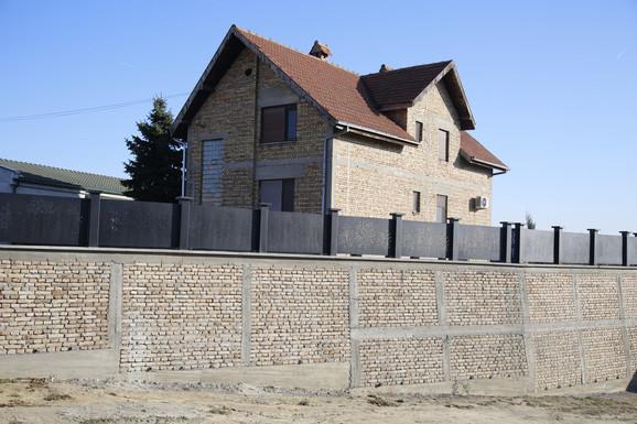 Kuća Bogdane Rodić u Titelu koju Veljko dobija u miraz