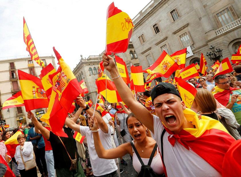 Niespokojnie w Katalonii. Policja blokuje szkoły