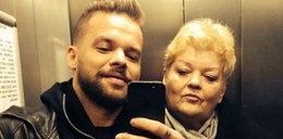 Michał Piróg pstryka sobie w windzie fotki z mamą!