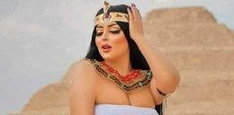 Taki skandal! Zatrzymali ją za frywolne fotki na tle piramid