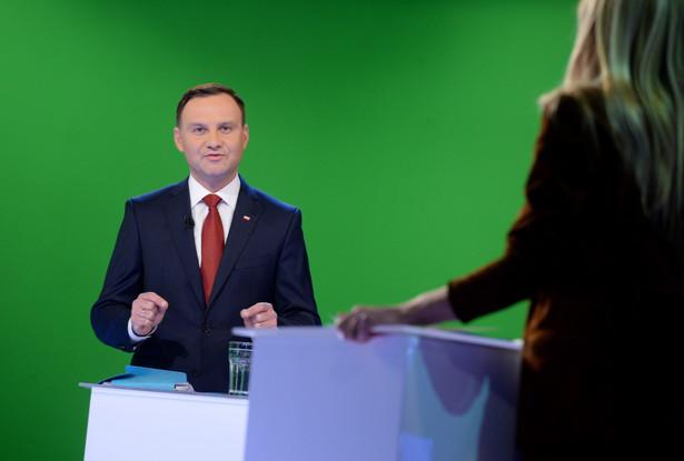 Andrzej Duda podczas debaty w wirtualnym studiu TVN w Warszawie