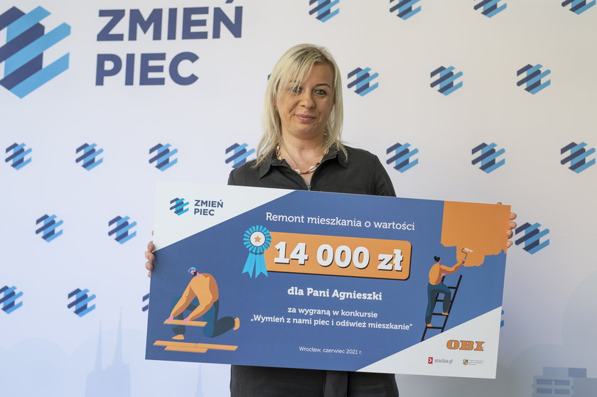 """pani Agnieszka laureatka konkursu """"Wymień z nami piec i odśwież mieszkanie"""""""