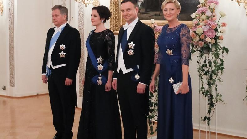 Stylizacja małżonki prezydenta Dudy po raz kolejny nie znalazła uznania Doroty Wróblewskiej. Znawczyni mody napisała na swoim profilu w portalu społecznościowym, że zdecydowała się na wyrażenie swojej opinii odnośnie do tej kreacji, ponieważ dostała wiele zapytań w tej sprawie...