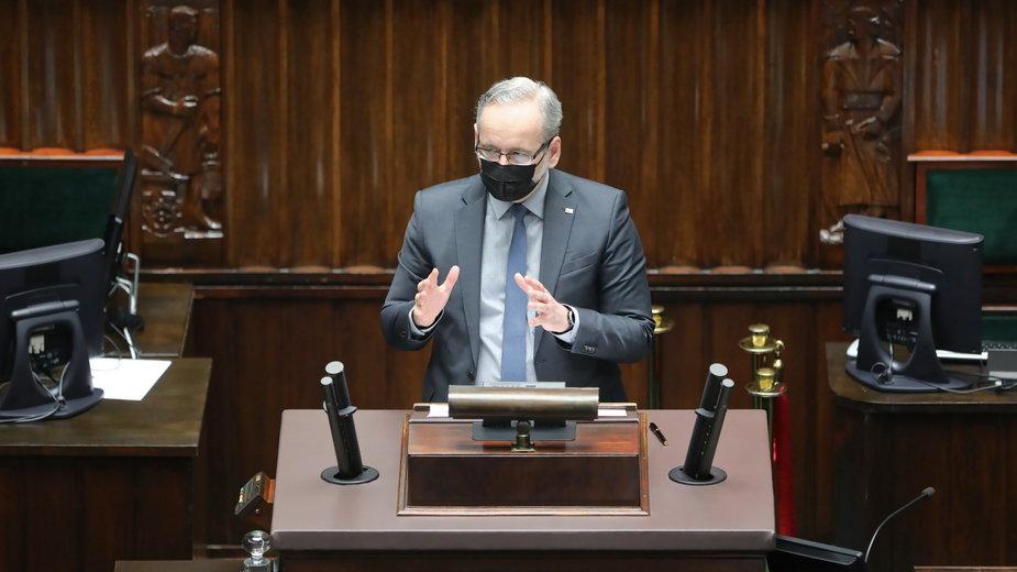 Minister Niedzielski nie wyklucza, że latem zniesiony zostanie obowiązek noszenia maseczek na zewnątrz