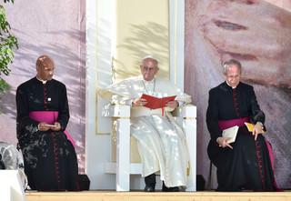 Papież podczas Drogi Krzyżowej: Gdzie jest Bóg - to pytanie często rozbrzmiewa w naszych umysłach i sercach