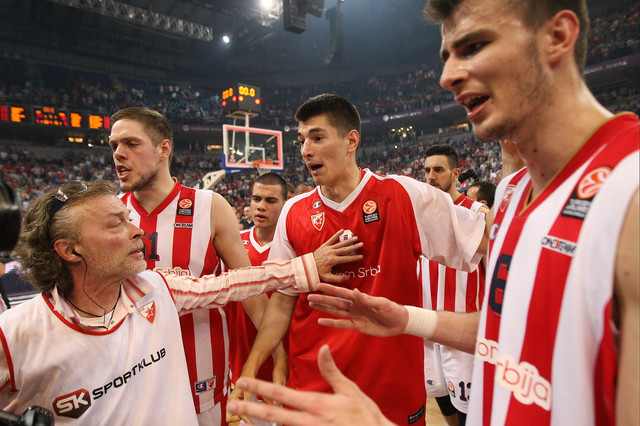 Mitrović i Štimac u klinču sa foto-repoterima