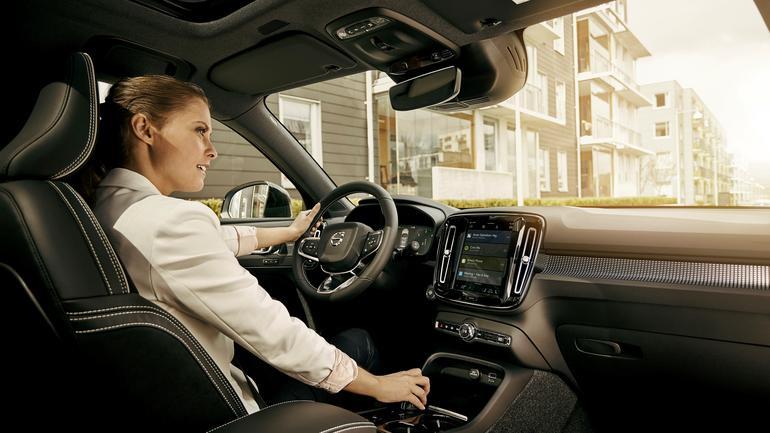 Volvo obiecuje sterowanie głosowe Google i inne funkcje
