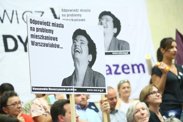Protestujący podczas obrad Rady Warszawy