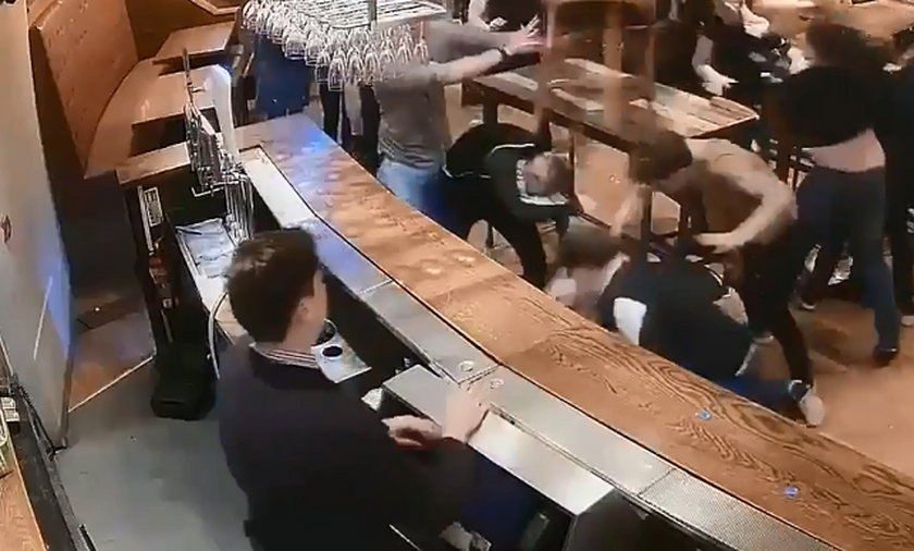 Gigantyczna bójka w pubie. Krew się leje, nagrały to kamery!