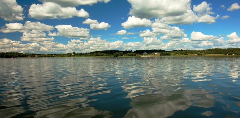 Dramat na mazurskim jeziorze. Pięciolatka zraniona przez śrubę silnika żaglówki