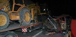 Dwa tiry zgniotły busa na A2. Zginął mężczyzna