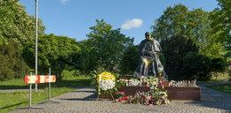 Przykry widok. Zdewastowano pomnik Jana Pawła II