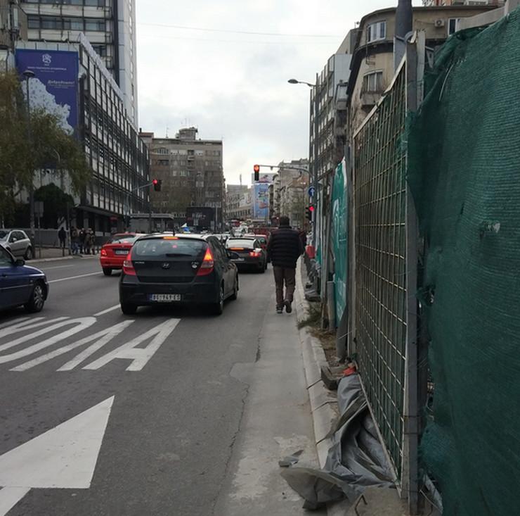 pešaci i gradilište