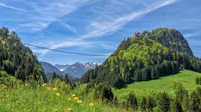 Niesamowita kładka w Alpach łączy dwa zamki