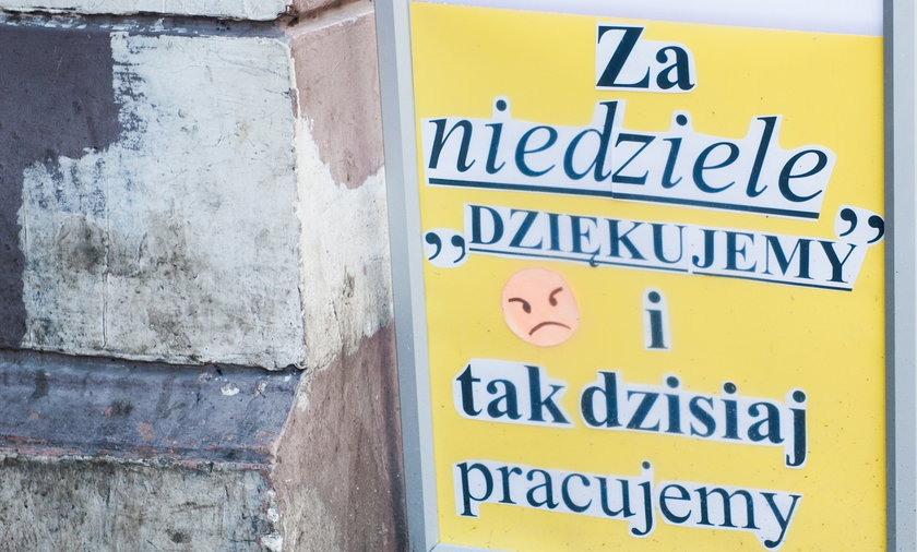 Na zdjęciu: baner reklamowy postawiony na ulicy w Warszawie.