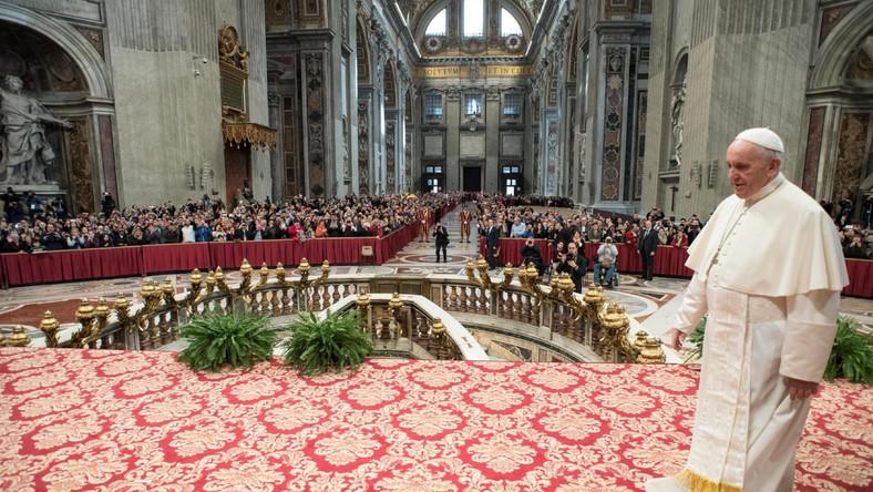Papież Franciszek w czasie audiencji generalnej w Watykanie