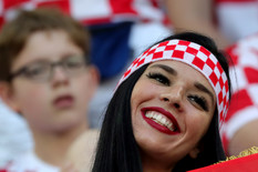 SVE OČI UPRTE KA TRIBINAMA Vatrena Hrvatica ukrala šou sa terena /FOTO/