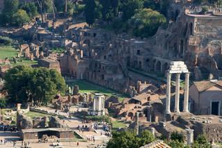 Ilu słuchaczy mieściło słynne Forum Romanum?