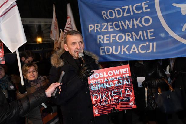 Prezes Związku Nauczycielstwa Polskiego Sławomir Broniarz podczas protestu