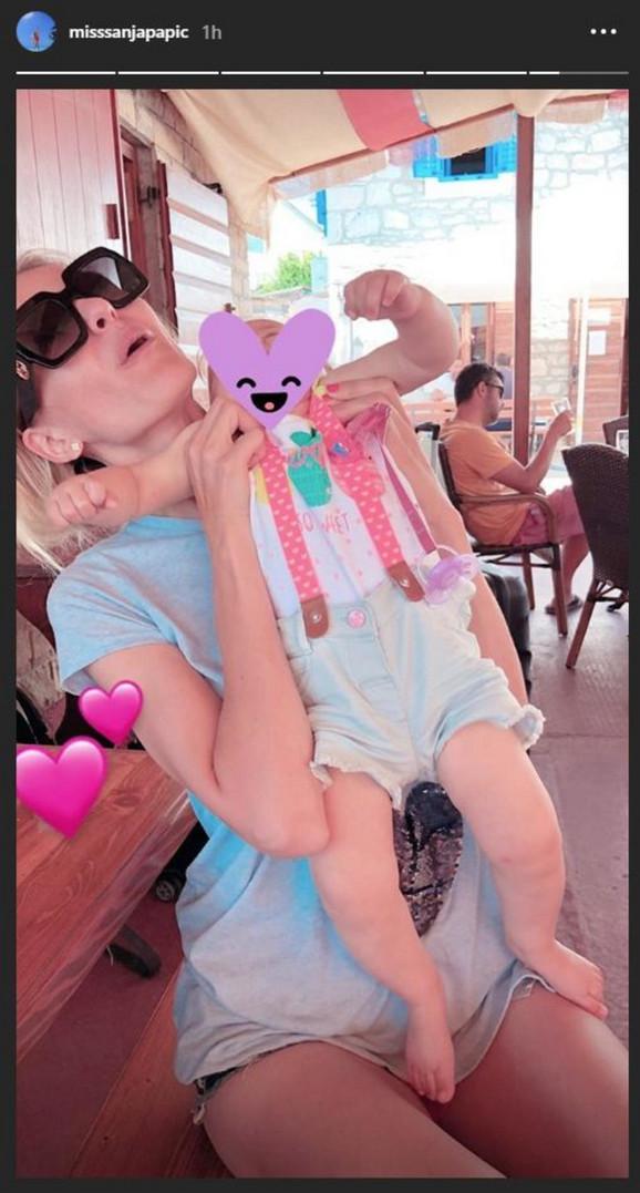 Sanja Papić sa ćerkicom