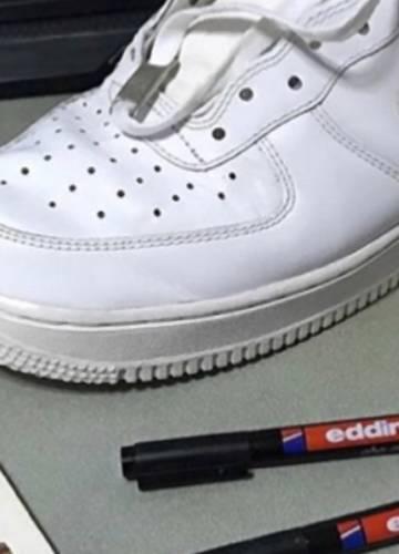Sneaker Heads malen ihre Schuhe an und machen echte