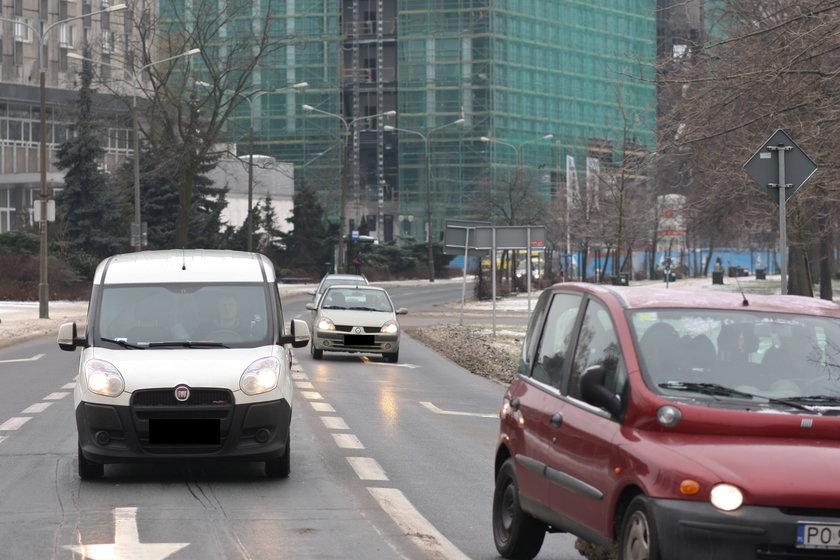 Samochody na al. Niepodległości w Poznaniu