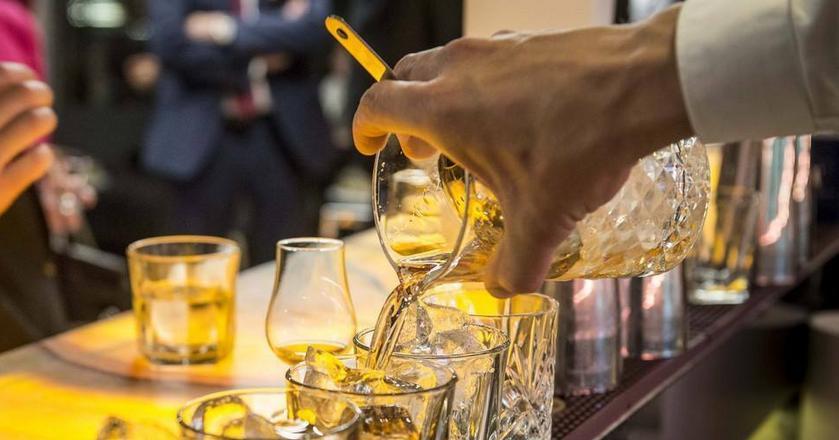 """5 podstawowych objawów alkoholizmu """"z klasą"""""""